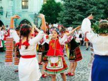 """У Мукачеві офіційно відкрили міжнародний дитячо-юнацький фестиваль """"Смарагдові витоки"""""""
