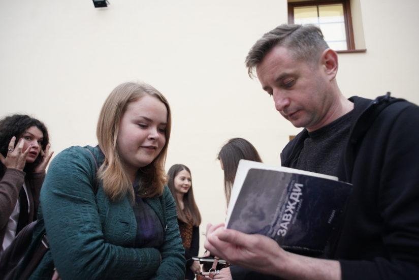 Жадан в Ужгороді прочитав вірші з майбутньої книги та задекорував екоторбу