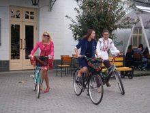 «Велопарадом дівчат» в Ужгороді довели, що велосипед та спідниця – це нормально