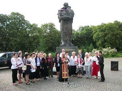 В Ужгороді відзначили 154-ту річницю перепоховання Тараса Шевченка