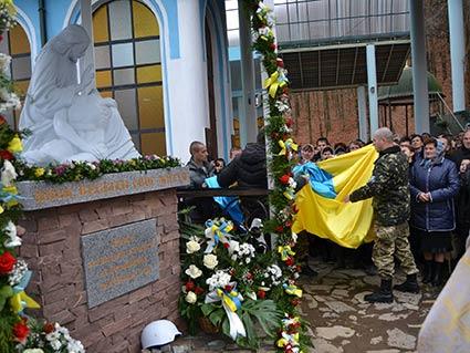 Пам'ятник героям Небесної сотні відкрили на місці з'явлення Божої Матері у Джублику