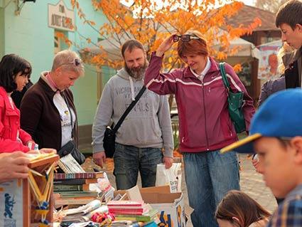 Більше 10 тисяч гривень зібрали в Ужгороді продажем книжок