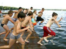 Основні правила безпеки, яких необхідно дотримуватись під час відпочинку на воді