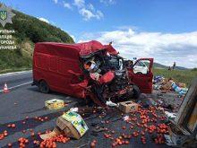 Збилися вантажівка і мікроавтобус у підсумку загинула молода жінка