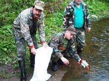 У річки випустили королівську рибу