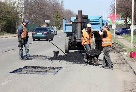 До Великодня відремонтують більше 600 кілометрів закарпатських доріг