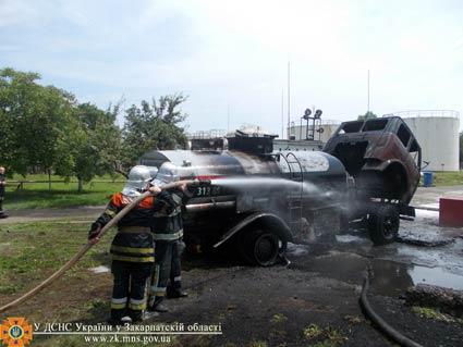 В Ужгороді горіла автоцистерна з легкозаймистою рідиною