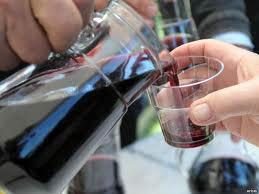 Під виглядом брендових напоїв дурисвіти продають бурду