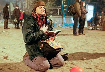 Помолимось за Україну і згадаємо героїв Майдану
