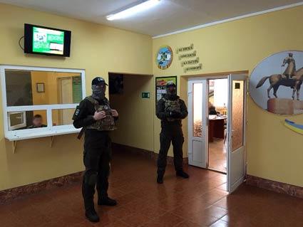 Затримано прикордонників із «чорною касою» данини за контрабанду