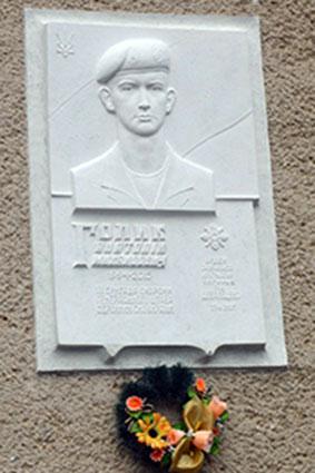 У Нижньому Солотвині відкрили меморіальну дошку загиблому на сході України Анатолію Голику