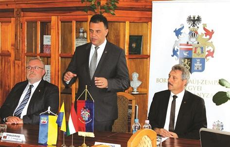 РОЗВИТОК НАРОДНИХ ЦІННОСТЕЙ обговорили в Мішкольці керівники Боршош-Абауй-Земплен та Закарпатської областей