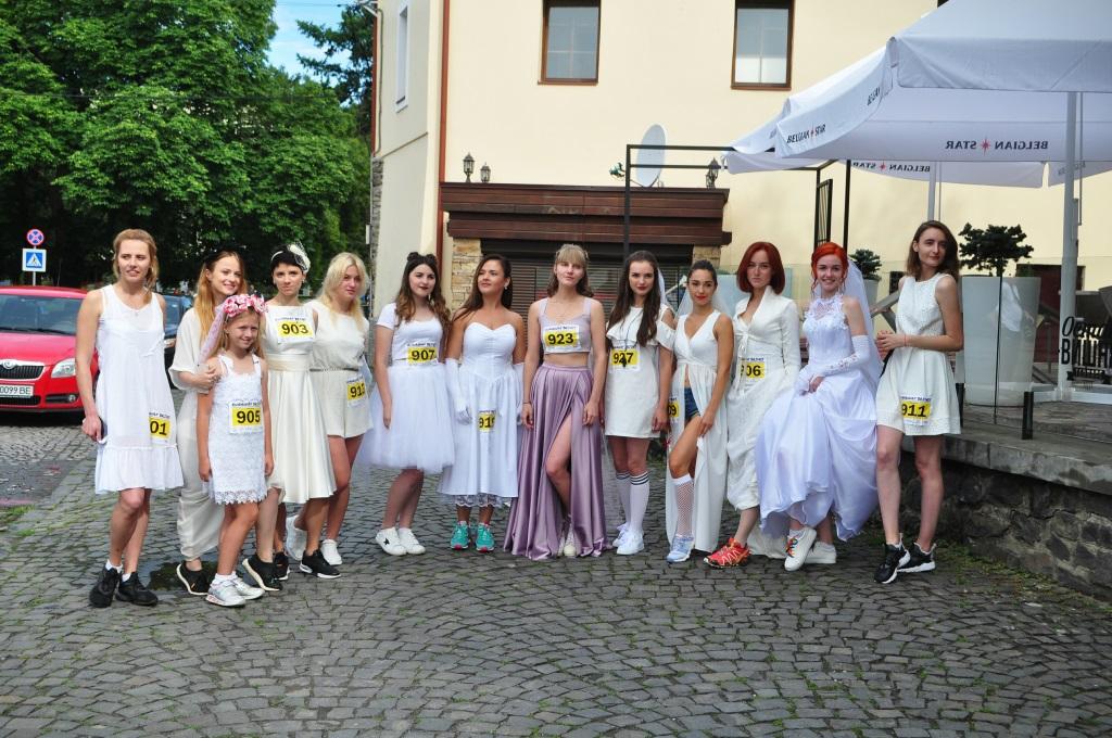 В Ужгороді вперше відбувся забіг наречених