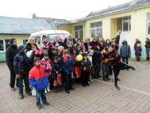 До ромських дітей Миколай приїхав на мікроавтобусі