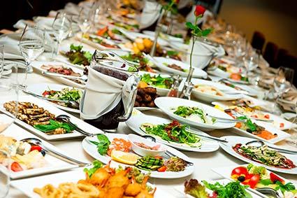«ПРАВИЛЬНА» ЗАКАРПАТСЬКА СВАЛЬБА: старшому поколінню – традиційні страви, молодшому…