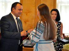 Обдаровані випускники шкіл стали гостями голови облради