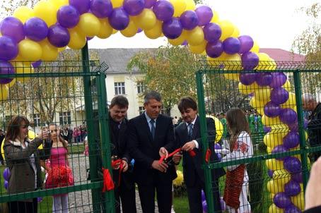 Багатофункціональний спортмайданчик  відкрили у Виноградові
