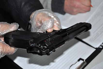 У місті над Ужем затримано групу торгівців контрабандною зброєю