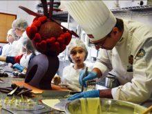 Відомий кондитер та діти учасників АТО підготували солодкі «валентинки» для тих, хто нині на передовій