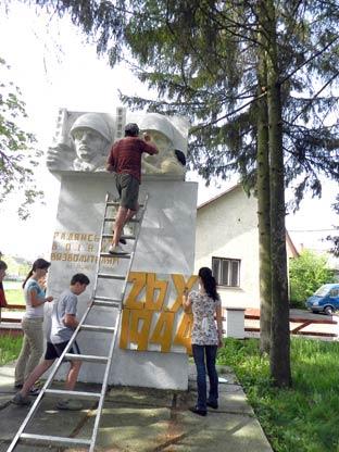 У Ратовцях відновили пам'ятник загиблим воїнам