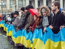 В Ужгороді розгорнули 400-метровий прапор України