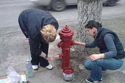 Врятувати старовинні пожежні гідранти взялися активісти в обласному центрі