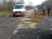 Сільські громади Перехрестя, Пушкіна й Шаланок самотужки ремонтують дороги