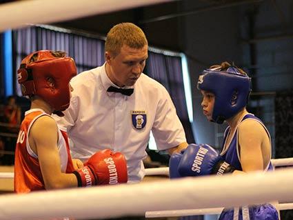 Олімпійський чемпіон з боксу відкривав в Ужгороді чемпіонат України