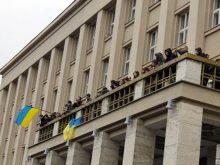 В Ужгороді протестувальники зайняли «Білий дім»