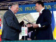 На дні добросусідства Словаччині передали гелікоптер і підписали Меморандум про співпрацю