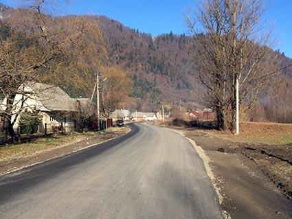 Група компаній «Ренер» допомогла Лопухову відремонтувати центральну дорогу