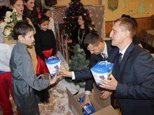 Закарпатські митники з подарунками від святого Миколая завітали на прикордонну Великоберезнянщину