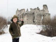 Біля древнього Середнянського замку