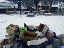 Ґренджа-Донський гнівається, потопаючи у смітті
