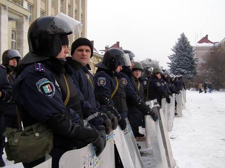 В Ужгороді між міліціонерами  і Євромайданом