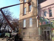 Фасад лінгвістичної гімназії реставрують