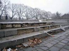 Хто зіпсував сходи біля пам'ятника Скорботній матері?