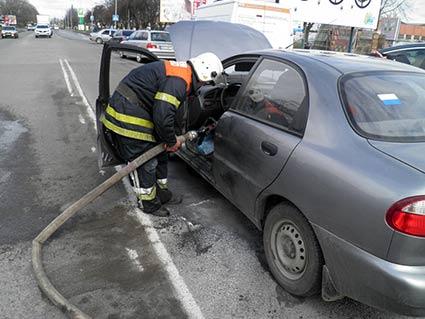Під час руху в Ужгороді загорівся автомобіль