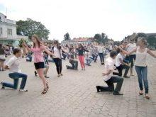 Більше сотні випускників ужгородських шкіл танцюватимуть шкільний вальс на Театральній