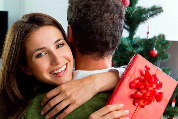 Чого очікують жінки і що дарують чоловіки до 8 Березня своїм коханим ... 76a5fc8d0a210