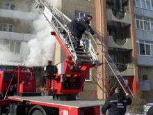 На Володимирській горів будинок, 4 людей врятували, ще 10 евакуйовано