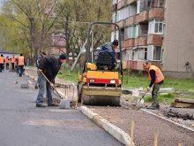 Дорога в Солотвині готова, завершують будувати тротуари