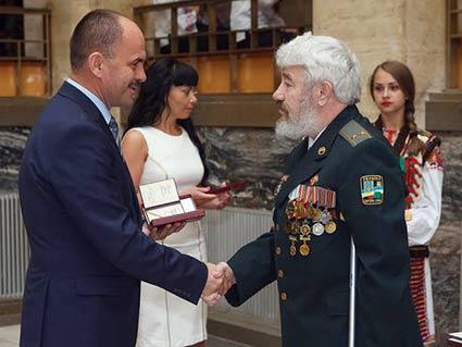 З нагоди Дня конституції  закарпатців відзначили державними нагородами та почесними званнями