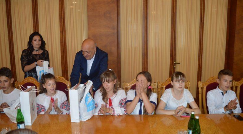 Геннадій Москаль зустрівся з дітьми з Придністров'я, які відпочивають на Закарпатті