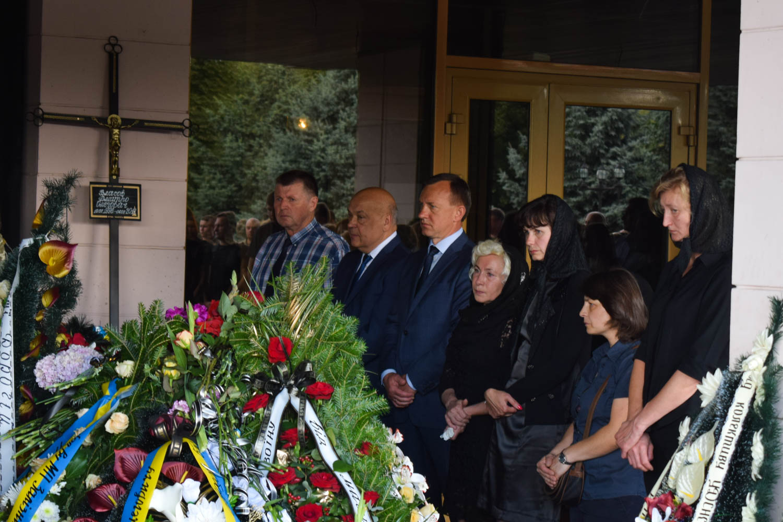 В Ужгороді в останню путь провели загиблих на Рівненському полігоні вояків