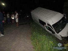 На Тячівщині перекинувся мікроавтобус
