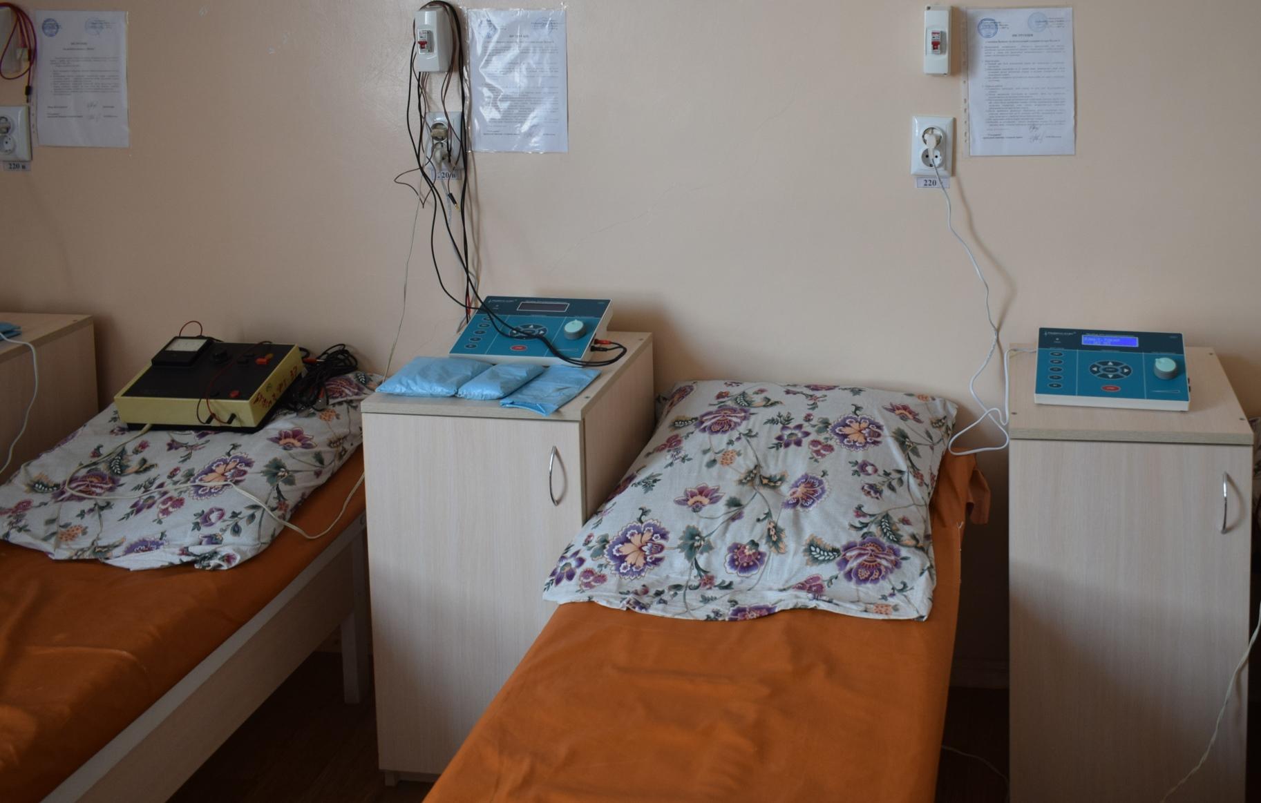Міській дитячій лікарні Ужгорода представники вірменської общини вручили мультифункціональні апарати для фізіотерапії
