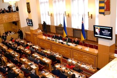Депутати Закарпаття проситимуть парламентзаборонитивикористання поліетиленових пакетівв Україні