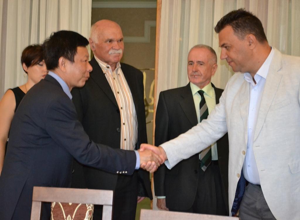 Михайло Рівіс провів зустріч з президентомкитайської «Корпорації нової енергії Лотосленд» Сюн Цзянем