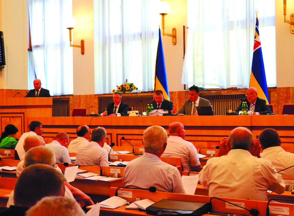 12 звернень до вищих органів державної влади ухвалили крайові обранці на першому засіданні 12-ї сесії облради